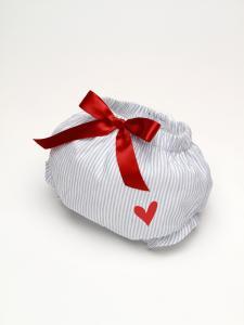 Culotte  con lazo rojo  y un corazón