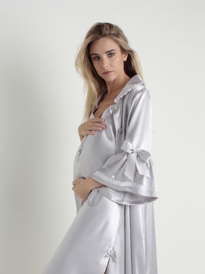 Bata maternal con volante en mangas